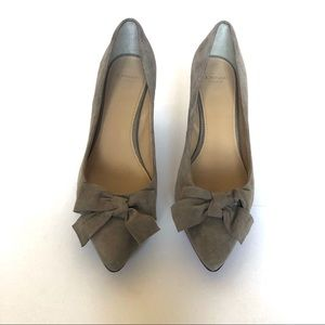 Circa Joan &David Luxe tan suede pumps with bow